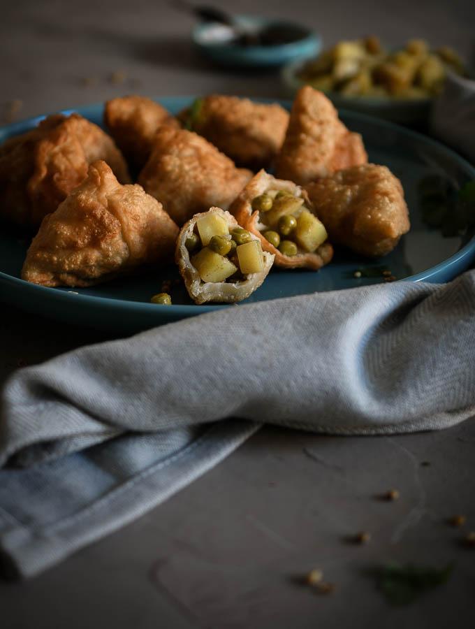 Aloo samosas o empanadillas indias de patata