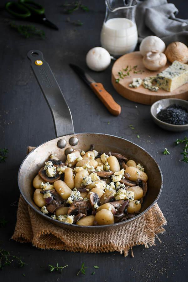 Gnnochi con champiñones y queso azul